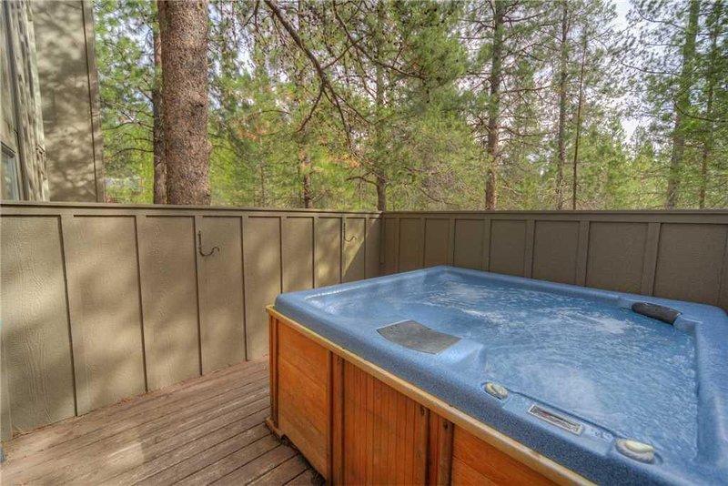 Sunriver-Vacation-Rental---8-Lost-Lane---Hot-Tub