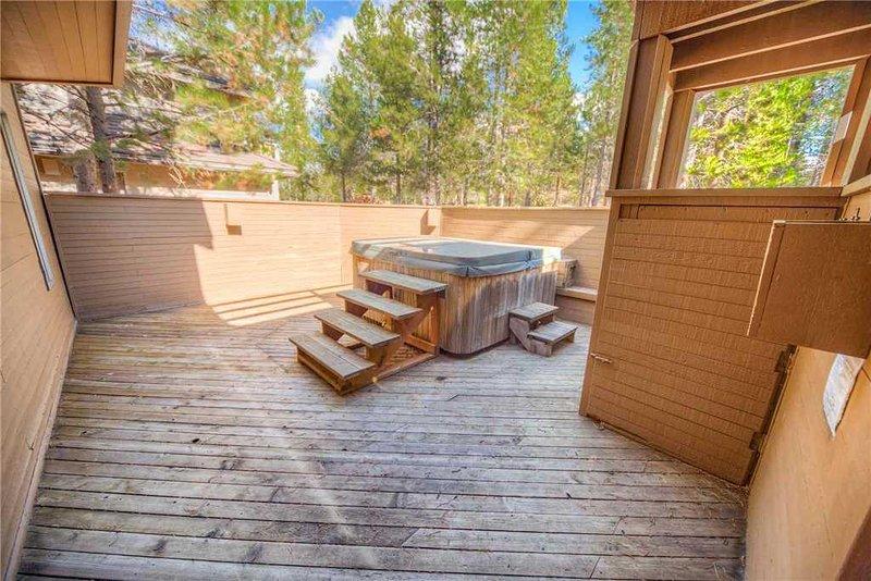 Sunriver-Vacation-Rental_15-White-Elm_Hot-Tub
