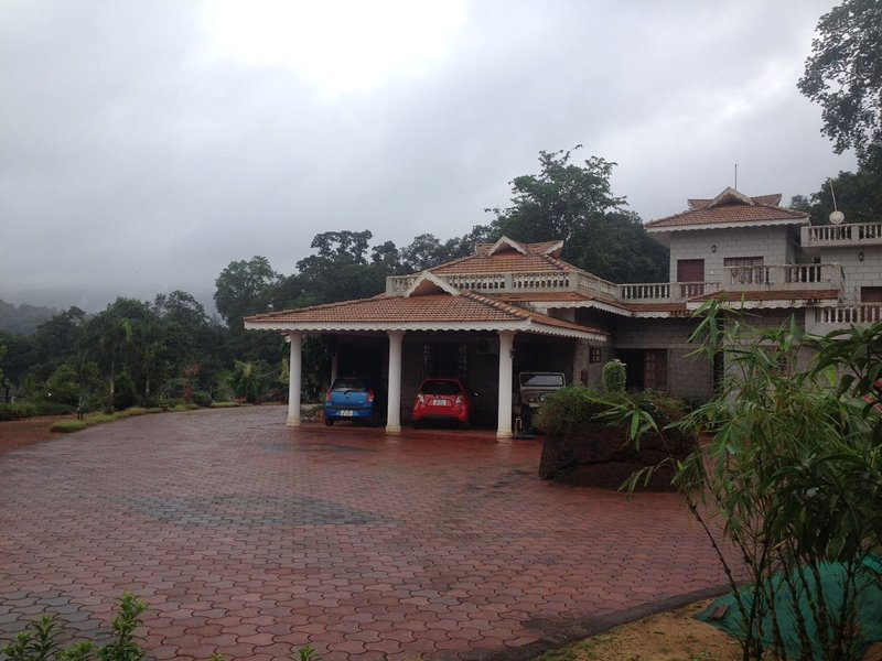 Jadkal homestay 2 bedrooms in Kollur Mookambika, holiday rental in Paduvari
