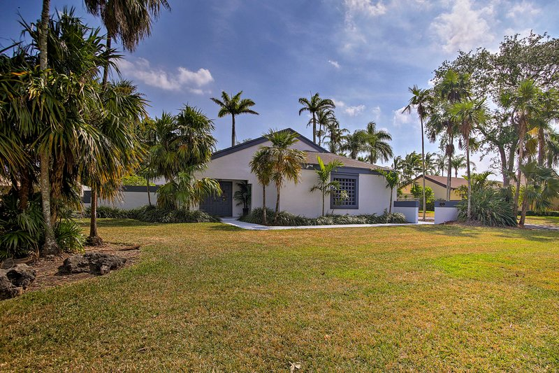 Sitting minutes from Zoo Miami and delicious dining, this home can't be beaten!