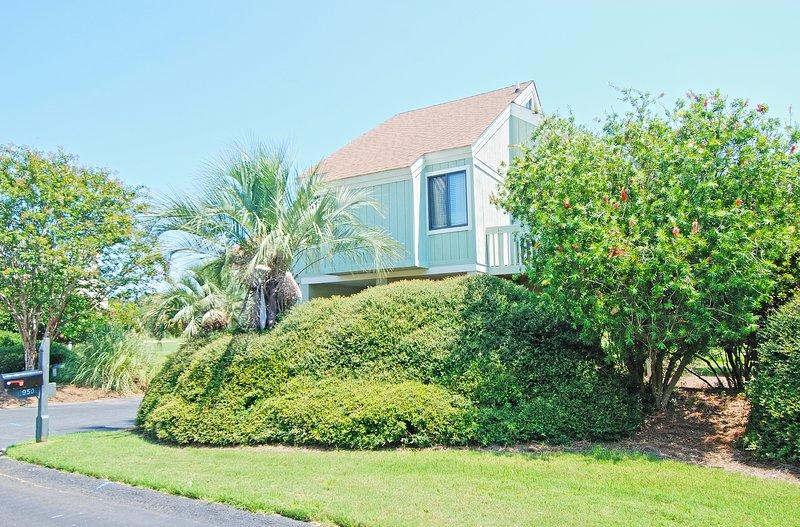 This beautiful Sealoft Villa is an easy walk to the beach and neighborhood pool!