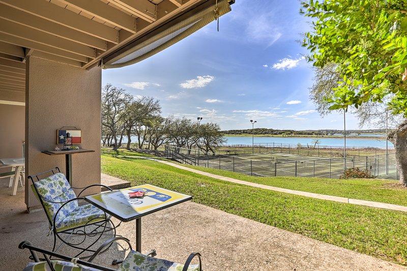 Heben Sie Ihren Canyon Lake Urlaub in dieser schönen Ufer Wohnung!