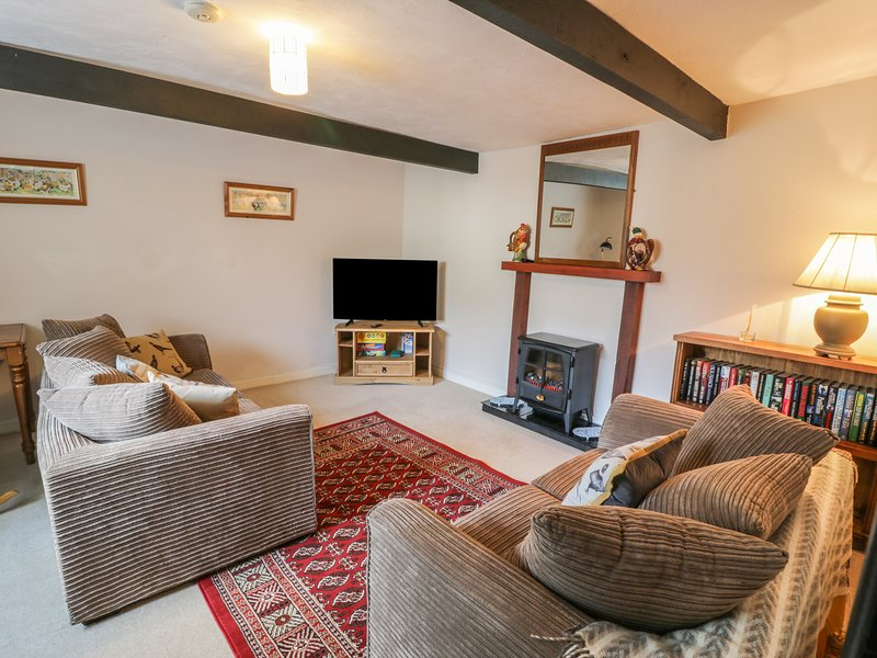 THE OLD BAKEHOUSE, charming, easy access to local amenities, in Llandrillo, Ref, vacation rental in Llandrillo