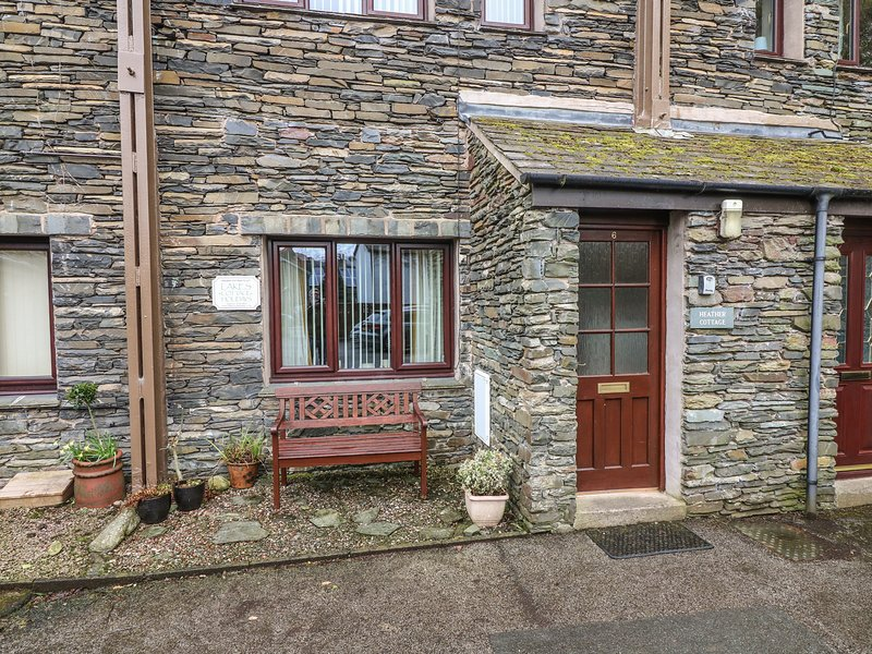 HEATHER COTTAGE, stone fronted, pets welcome,WiFi, private parking, in, holiday rental in Ambleside