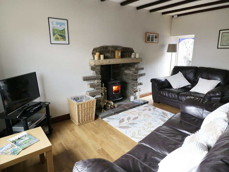 HOPE COTTAGE, woodburner, exposed beams, character, in West Witton, casa vacanza a Leyburn