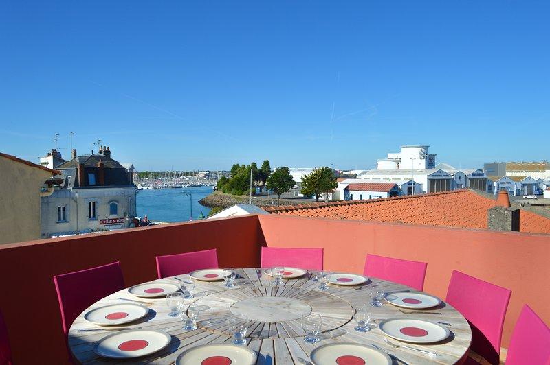 Terrasse mit Panoramablick auf die Häfen und die Dächer von Les Sables d'Olonne