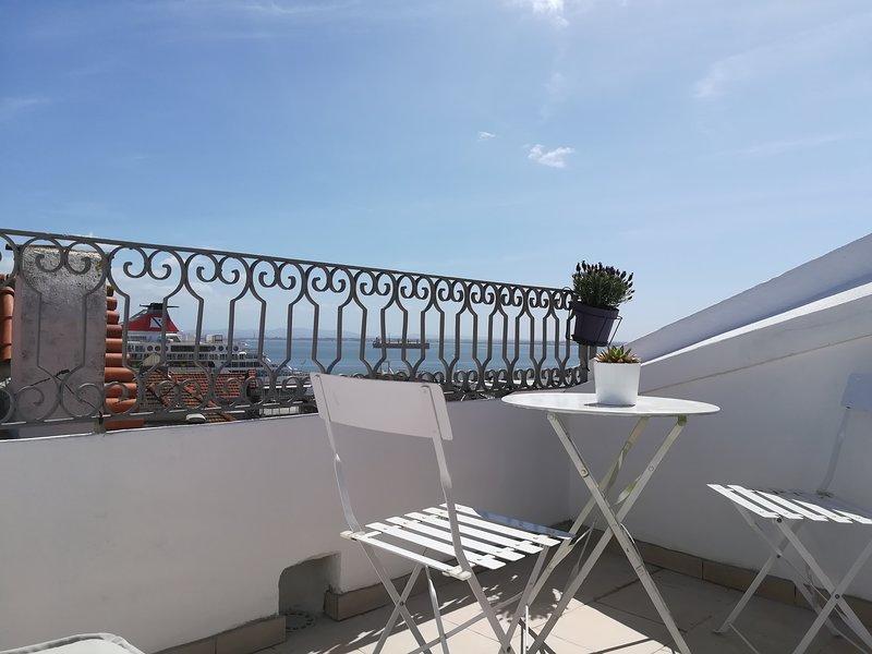 Two bedroom river view in Alfama Lisbon, vacation rental in Barreiro