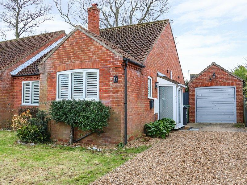 NUMBER ELEVEN, modern bungalow, Norfolk Coast AONB, WiFi, Ref 954806, location de vacances à Salthouse
