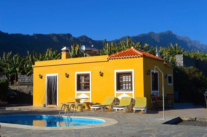 Charming Country house Puerto de Tazacorte, La Palma, holiday rental in Pedregales