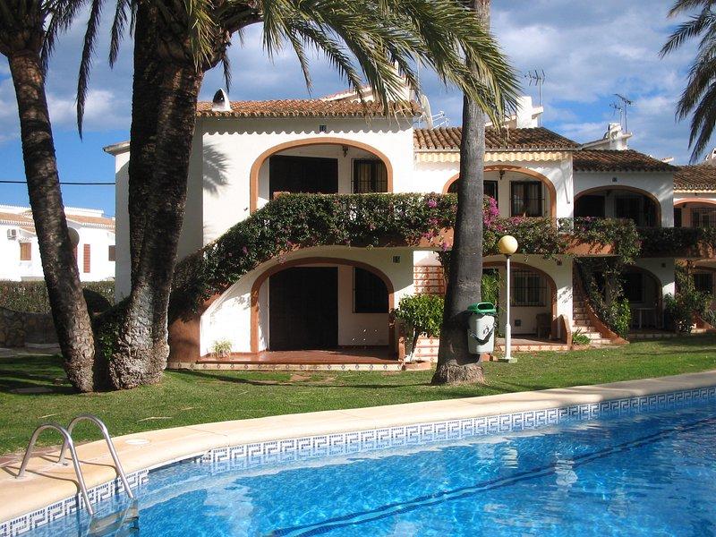 APARTAMENTO MUY BONITO A UNOS METROS DE LA PLAYA, holiday rental in Ondara