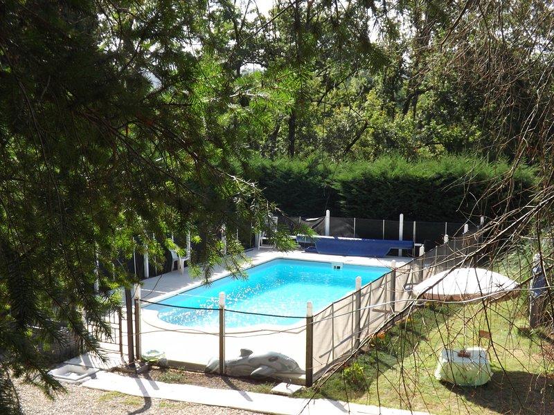 LOCATION DE CARAVANE TOUT CONFORT MAXIMUM 2 PERSONNES, location de vacances à Allassac