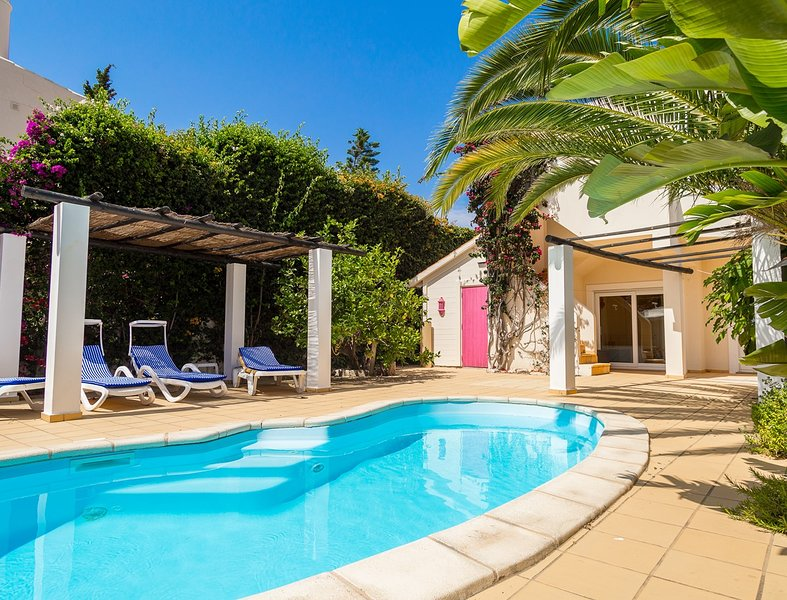 Lovely Townhouse (3 bedrooms) with private pool, close to Centeanes beach, holiday rental in Benagil