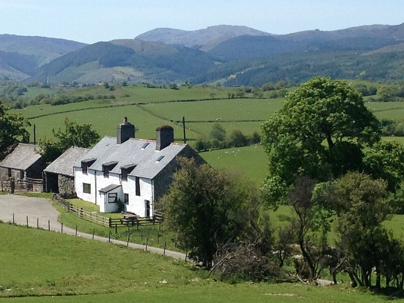 Orsedd wen farmhouse is located on a 125 acre farm in the Snowdonia National Park.