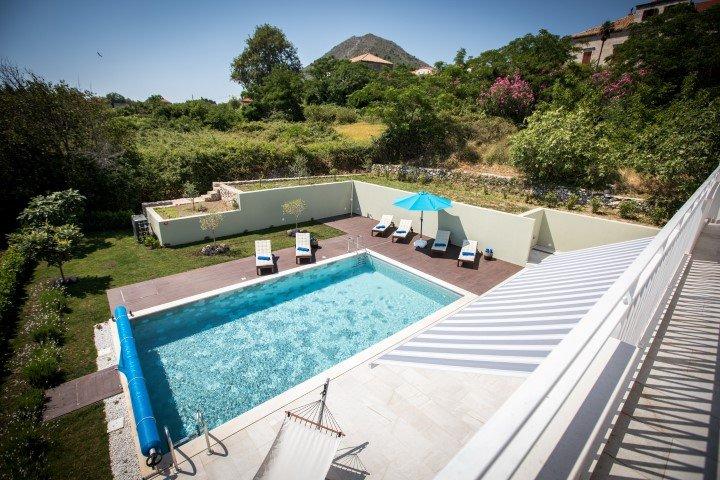 Casa com piscina para alugar em vegetação, Orasac