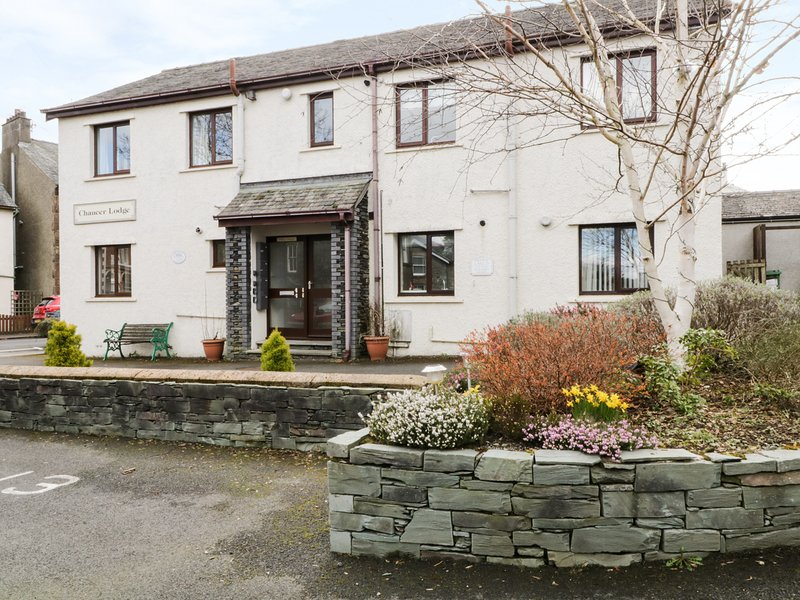 CHAUCER LODGE, ground floor apartment, modern, WiFi, in the centre of Keswick, location de vacances à Seatoller