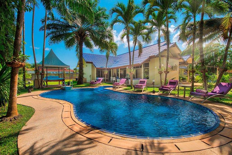 Luxueuse VILLA 4 Chambres à Louer à Phuket – semesterbostad i Bang Tao Beach