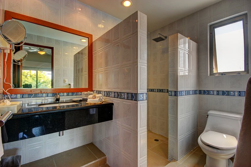 Private Bathroom with amenities and hot/cold water