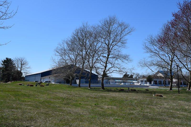 Casa club con gran piscina comunitaria y muchas actividades
