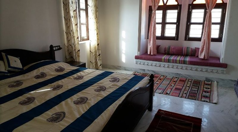 Prabhu Niwas Guesthouse (Bedroom 2), holiday rental in Sukher