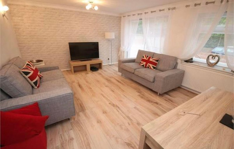 Modern cosy lounge, fully furnished with TV