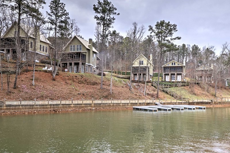 Plan your next lakeside getaway at this vacation rental home in Dadeville!
