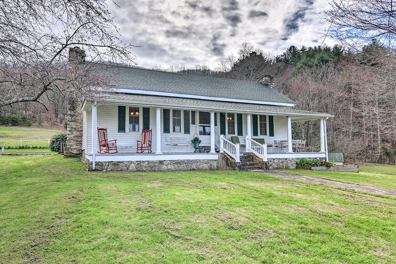 Get off the grid and stay at this vacation rental cottage in Weaverville!