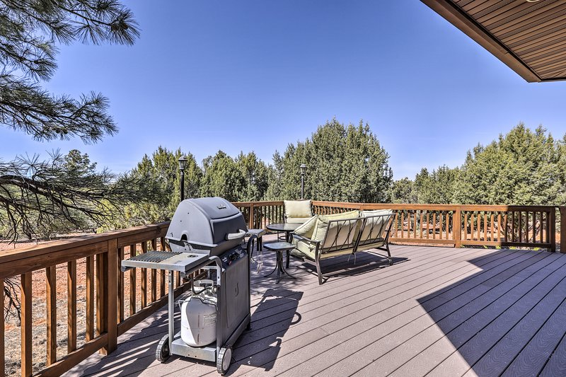Show off your barbecuing skills when you use the provided gas grill.