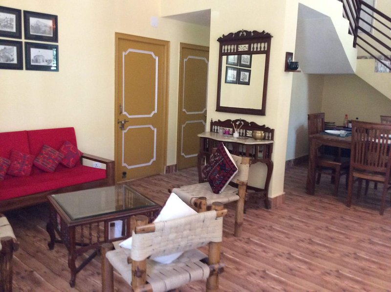 HOME IN THE HIMALAYAS, holiday rental in Lohna