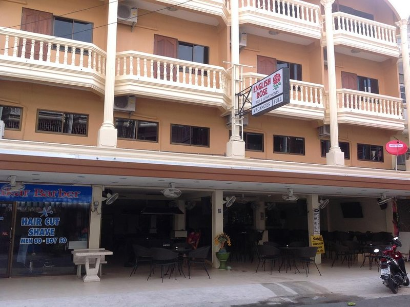 English Rose Guesthouse (Deluxe Room 4), holiday rental in Ban Huai Yai