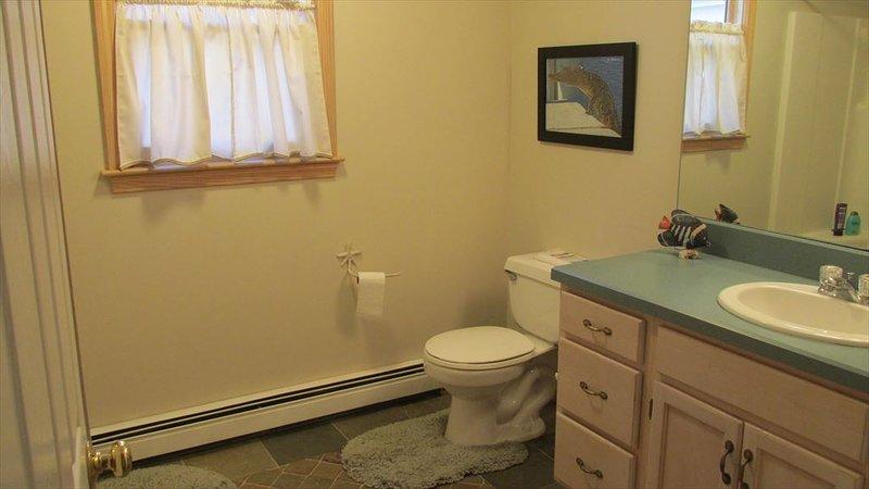 salle de bain au premier étage avec douche