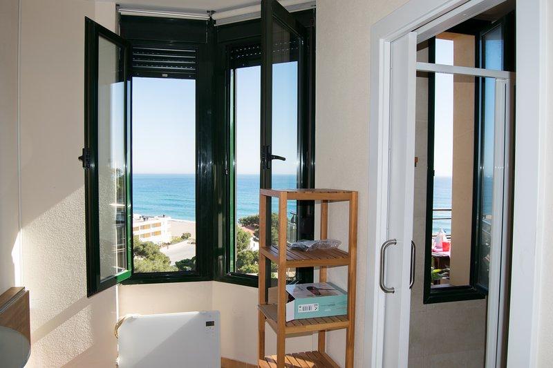 en suite room with sea views-shower-SA PUNTA COSTA BRAVA