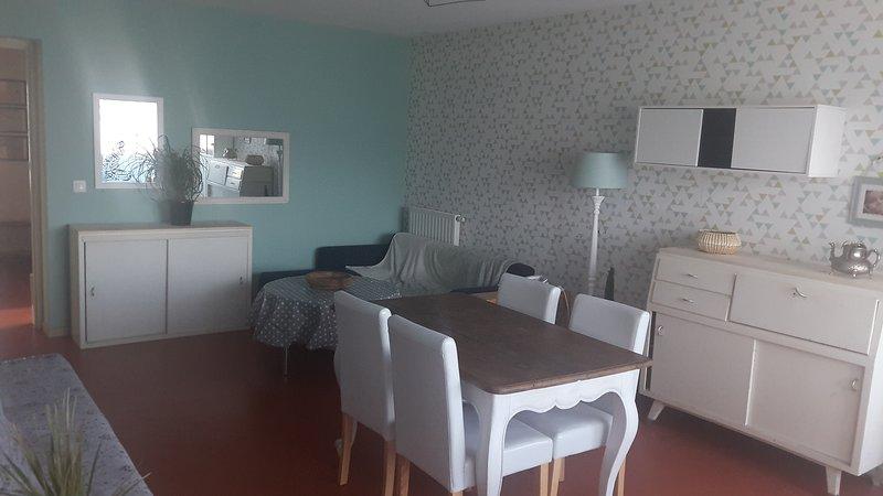 Appartement entier, spacieux et cosy au 2 étages. Calme bien isolé, résidence sé, holiday rental in Chelle Debat