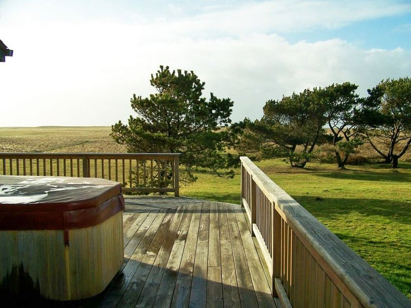 Quiet Oceanfront Cottage, holiday rental in Hammond