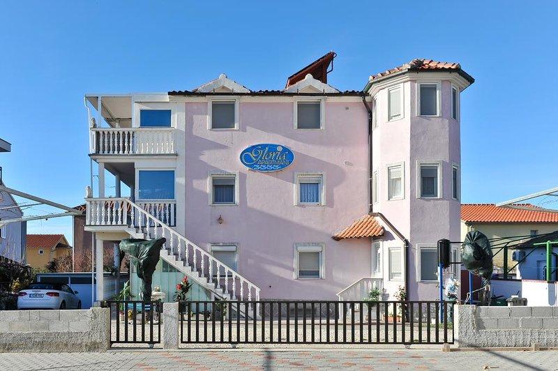 Apartments Gloria Zaton A2 (2+1), aluguéis de temporada em Zaton