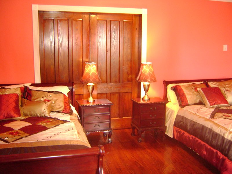 Room #2 Rose Garden Hill Top B & B, holiday rental in Canajoharie