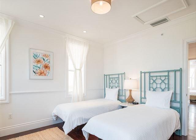 Tercera planta dormitorio de invitados con baño en suite