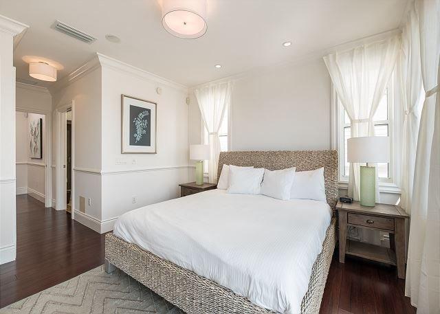 Tercer piso dormitorio principal con Bar con fregadero, Patio y privada En baño