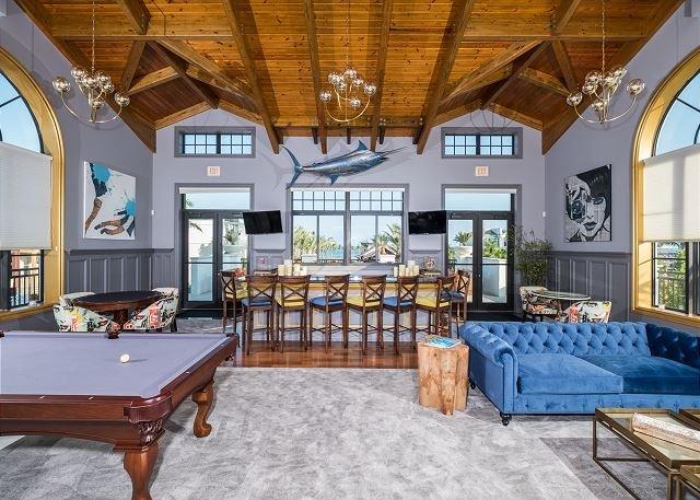 La sala de Marlin en la Casa Club - Salón, mesa de billar, mesa de póquer y de estar al aire libre