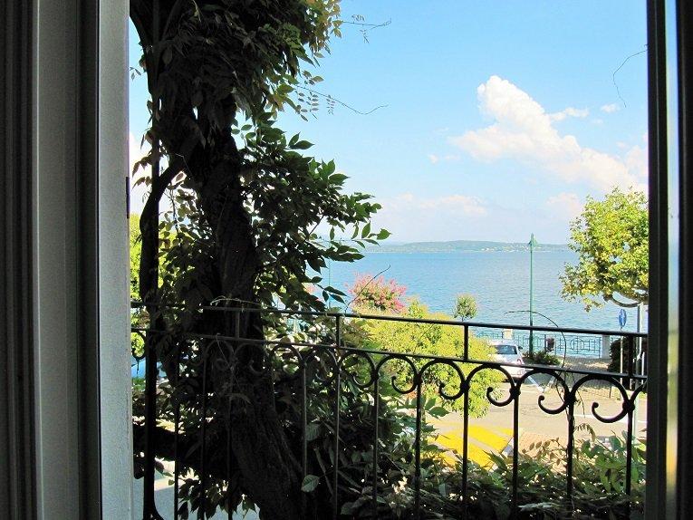 La Dimora del Glicine: Appartamento Terra  + Venere, vacation rental in Belgirate