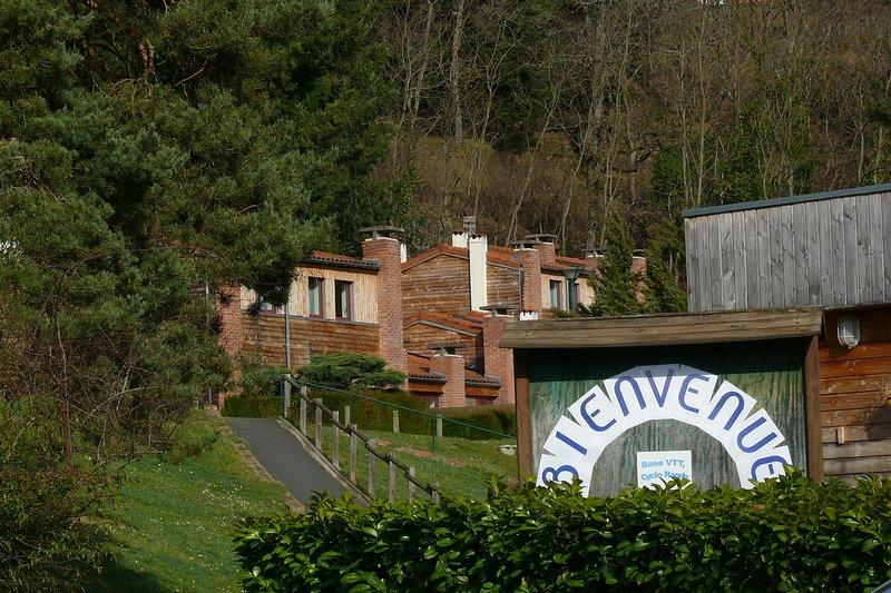 Gîtes dans parc arboré, au coeur de notre village vacances, en bord de Loire, alquiler vacacional en Retournac