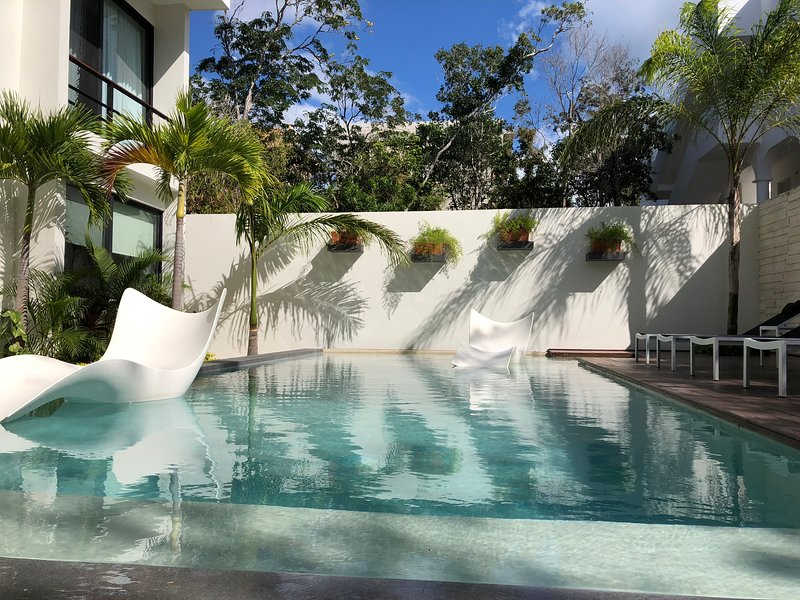 FIREFLY GEM NEAR THE BEACHES, holiday rental in Tulum
