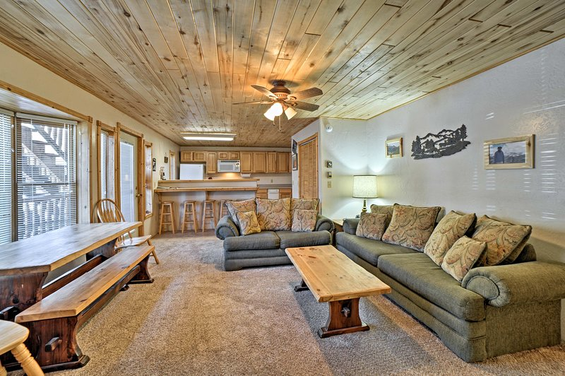 This 2-bed, 2-bath unit comfortably sleeps 8 travelers.