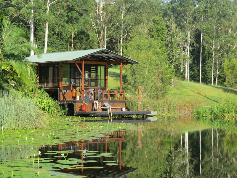 FROGHOLLOW LAKEHOUSE .A ROMANTIC GETAWAY FOR 2 IN BEAUTIFUL NORTHERN NSW, casa vacanza a Mount Burrell