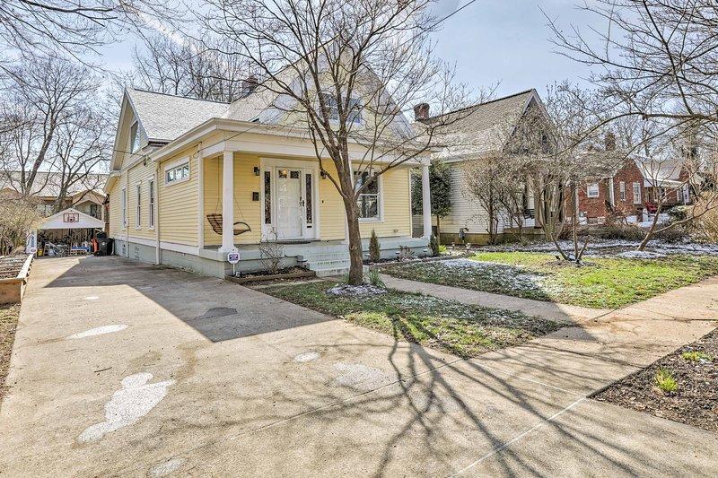 Esta hermosa casa está a minutos de todo lo que la ciudad tiene para ofrecer.