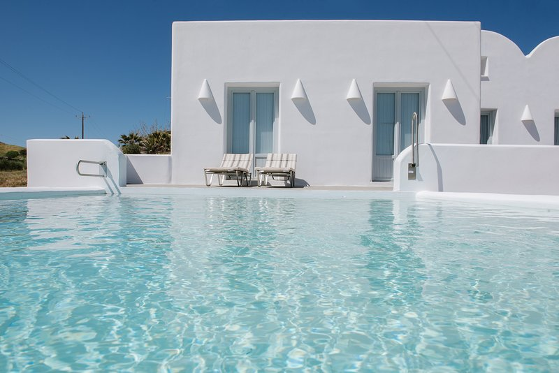 'Sand'  luxury sea front  3 bedroom villa with private pool!, vacation rental in Monolithos