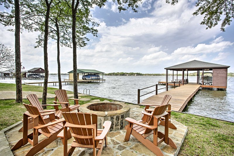 Malakoff Home w/Deck &Fire Pit on Cedar Creek Lake, holiday rental in Eustace
