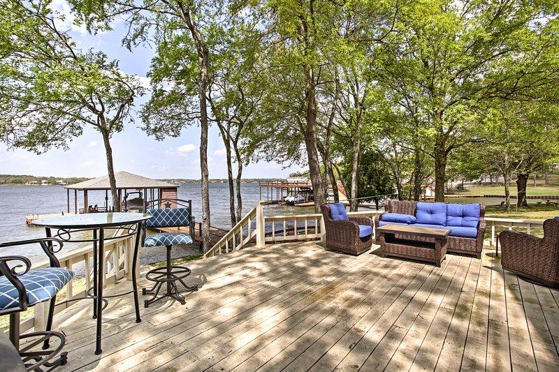 Cette maison pour 12 se trouve à quelques pas du lac Cedar Creek.