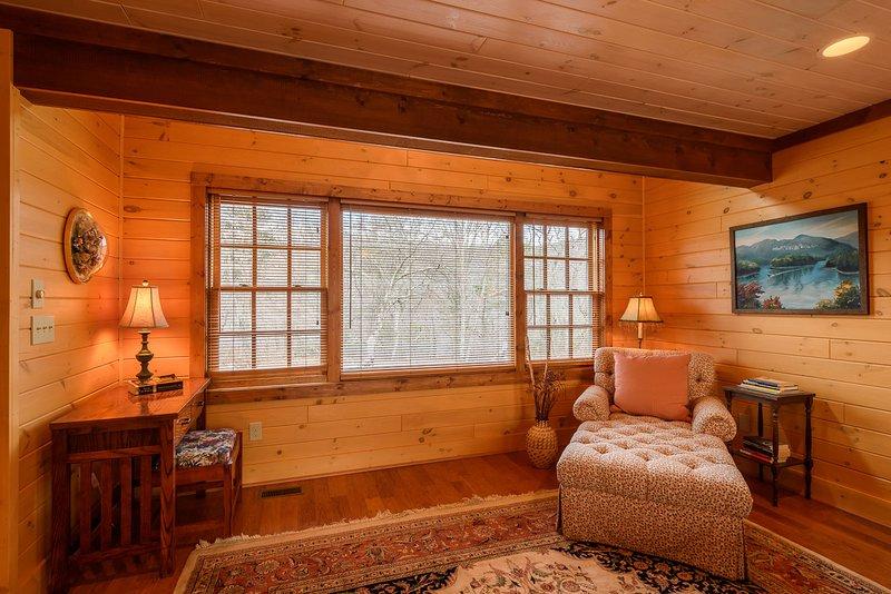 Riesiges Bilderfenster, Vanity Desk, Chaise Lounge