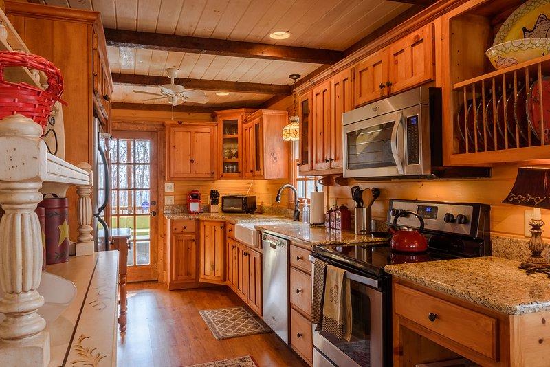 Galley Style Küche mit Granit und Edelstahl