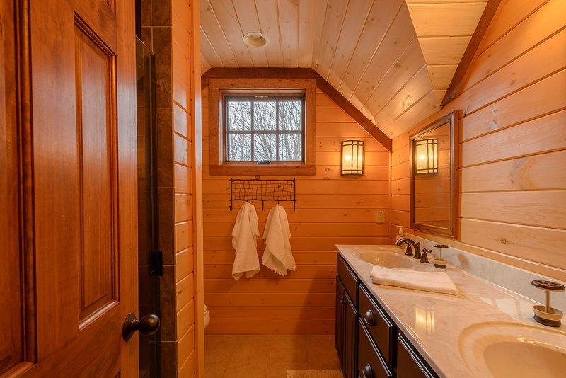 Im Obergeschoss Badezimmer